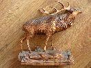 Rzeźba przestawiająca jelenia,robiona ręcznie,malowana i woskowana.